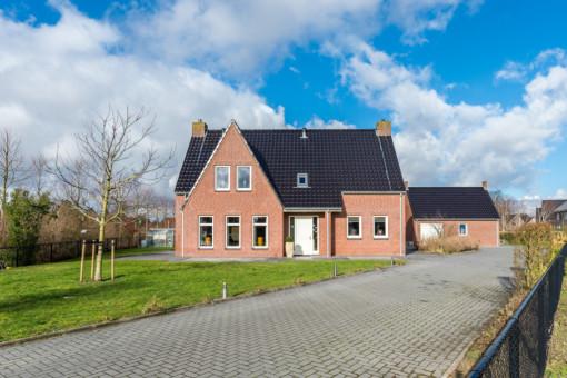Bloemenweg 10 Dirksland